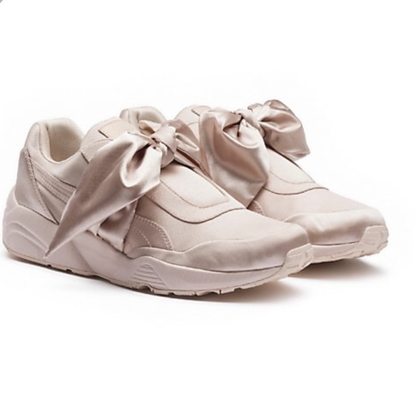 on sale ee273 4af8a RIHANNA PUMA FENTY BOW SNEAKER
